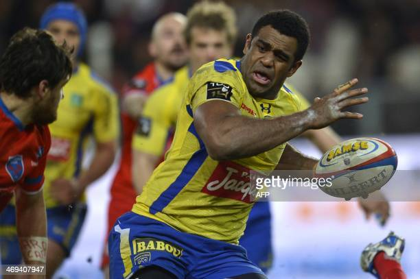 Clermont's Fijian Left winger Napolioni Vonowale Nalaga runs with the ball during the French Top 14 rugby union match between Grenoble and Clermont...