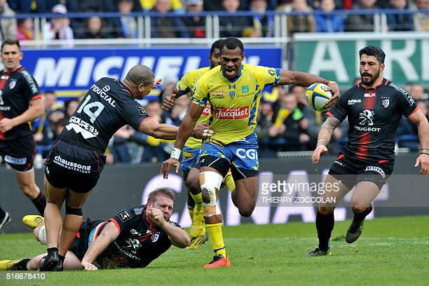 Clermont's Fijian winger Alivereti Raka runs to score a try during the French Top 14 rugby union match between Clermont and Toulouse at the...