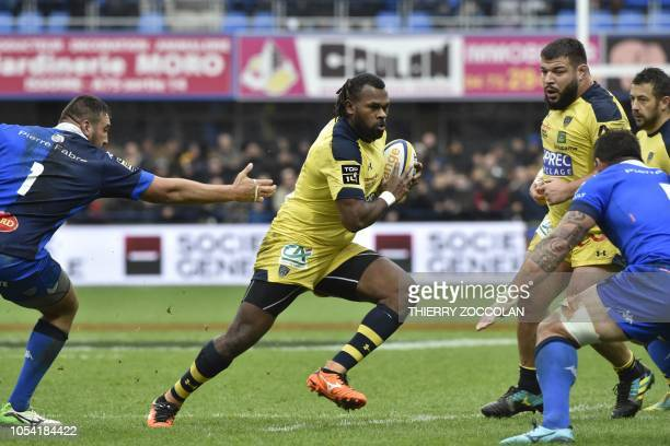 Clermont's Fijian winger Alivereti Raka runs with the ball during the French Top 14 rugby union match between ASM Clermont and Castres Olympique at...