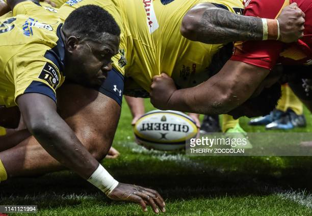 Clermont's French flanker Judicael Cancoriet competes in a scrum during the French Rugby union match between ASM Clermont and USAP Perpignan in...