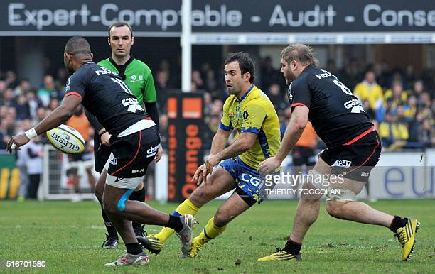 Clermont's French flyhalf Morgan Parra passes the ball during the French Top 14 rugby union match between Clermont and Toulouse at the MarcelMichelin...