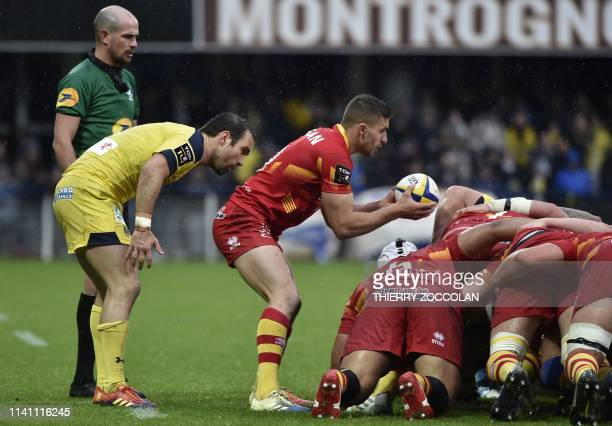 Clermont's French scrumhalf Morgan Parra looks on as Perpignan's French flanker Sadek Deghmache introduces the ball into the scrum during the French...