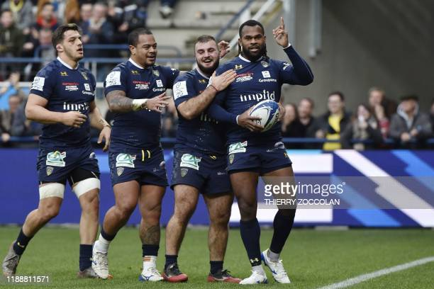 Clermont's French winger Alivereti Raka celebrates with team mates after scoring a try during the European Champions Cup rugby union match between...