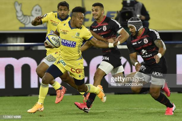 Clermont's Japanese full-back Kotaro Matsushima runs with the ball during the French rugby union match ASM Clermont vs ST Toulouse at the Michelin...