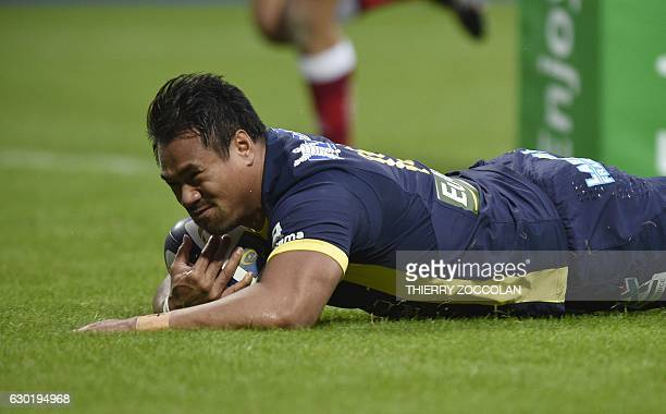 Clermont's New Zealander fullback Isaia Toeava scores a try during the rugby union European Cup match between Clermont and Ulster at the Michelin...