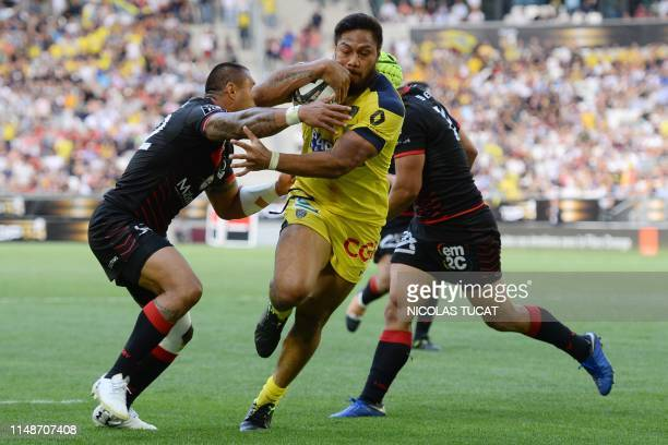 Clermont's New Zelander centre George Moala runs to score a try during the French Top 14 semifinal rugby union match between Clermont and Lyon on...