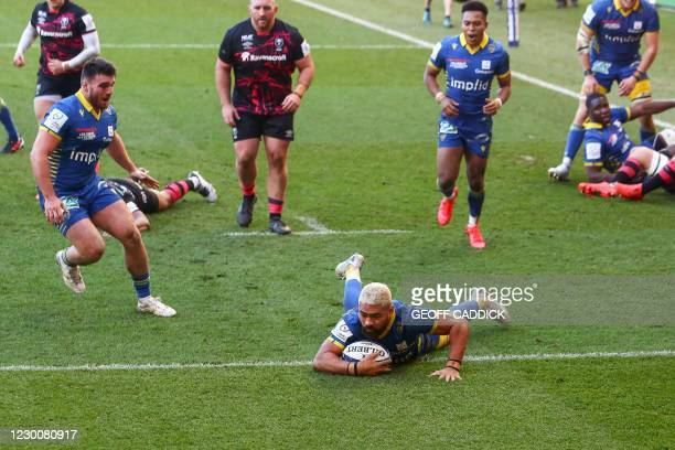 Clermont's Samoa number 8 Fritz Lee scores a try during the European Rugby Champions Cup rugby union Group B match between Bristol and Clermont at...