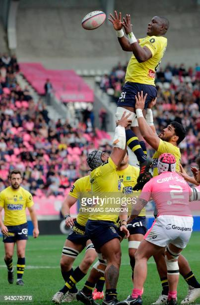 Clermont's Tongan Lock Sitaleki Timani catches the ball in a line out during the French Top 14 rugby union match between Stade Francais and Clermont...
