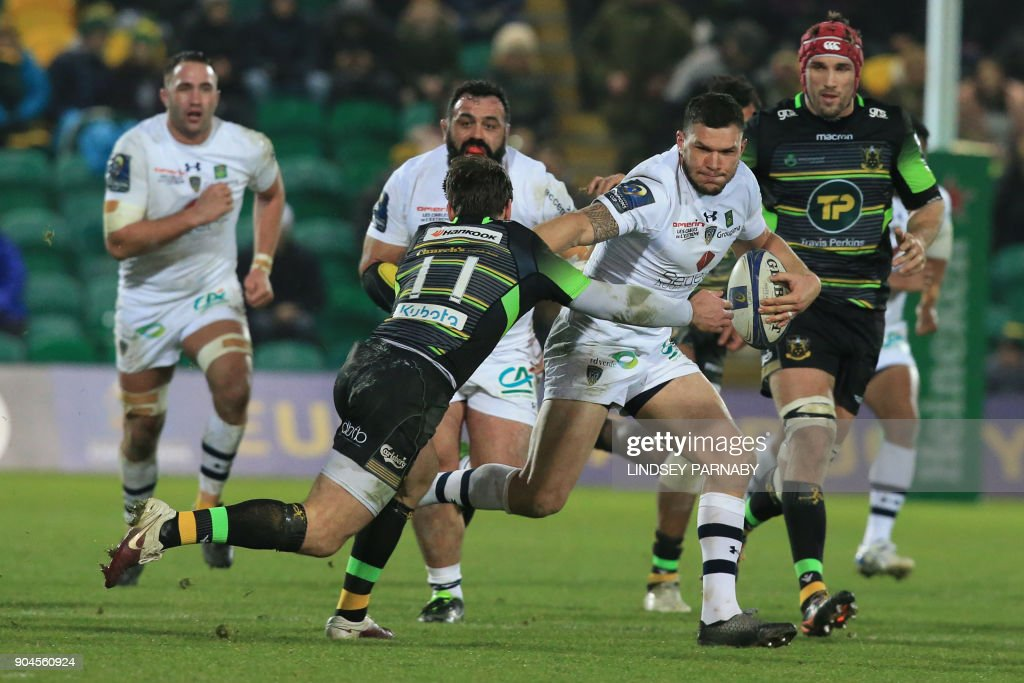 Clermont's wing Remi Grosso (2R) runs the ball during the European Rugby Champions Cup rugby union match between Northampton Saints and Clermont Auvergne in Northampton on January 13, 2018. / AFP PHOTO / Lindsey PARNABY