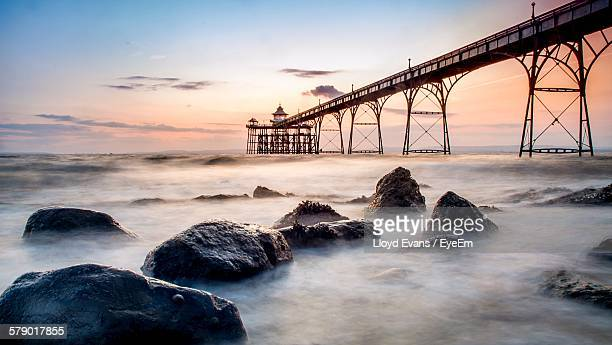 clevedon pier against sky during sunset - clevedon pier stock pictures, royalty-free photos & images