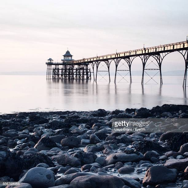 clevedon pier against sky - clevedon pier stock pictures, royalty-free photos & images