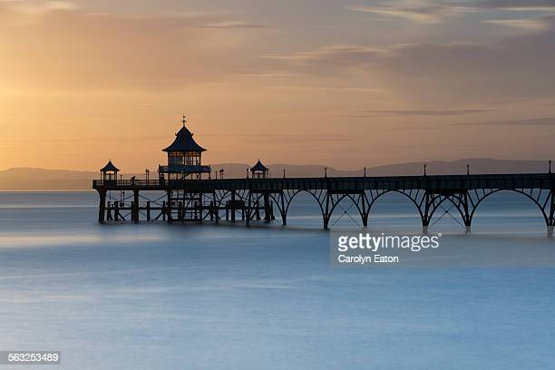 clevedon pier at sunset on a high tide - clevedon pier ストックフォトと画像
