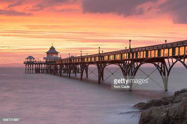 clevedon pier in somerset, england - clevedon pier stock pictures, royalty-free photos & images