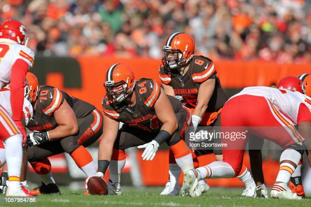 Cleveland Browns center JC Tretter prepares to snap the ball to Cleveland Browns running back Nick Chubb carries the football during the second...