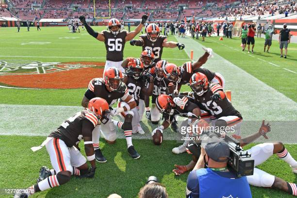 Cleveland Browns defenders celebrate after middle linebacker B.J. Goodson of the Cleveland Browns grabbed an interception during the fourth quarter...