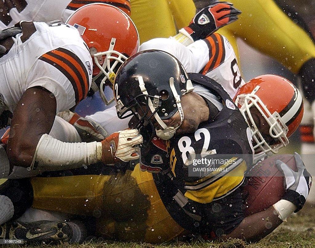Cleveland Browns' defensive back Chris Akins (L) c : News Photo