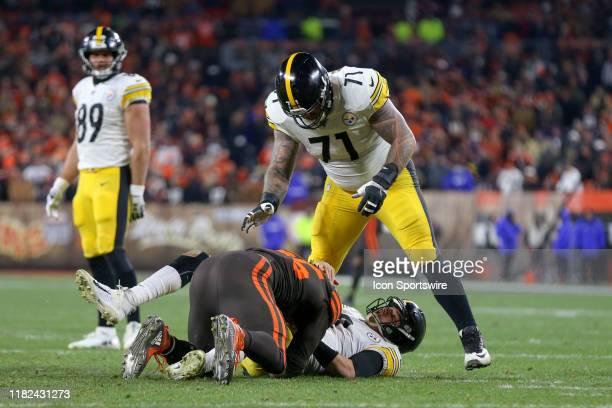 Cleveland Browns defensive end Myles Garrett takes Pittsburgh Steelers quarterback Mason Rudolph to the ground as Pittsburgh Steelers offensive...