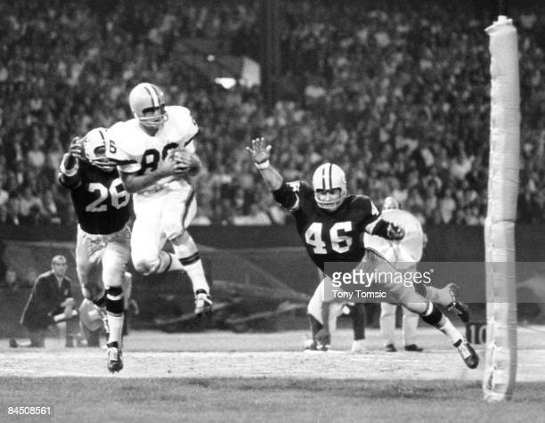 Cleveland Browns flanker Gary Collins catches a pass with Green Bay Packers Hall of Fame cornerback Herb Adderley closing fast during a preaseason...