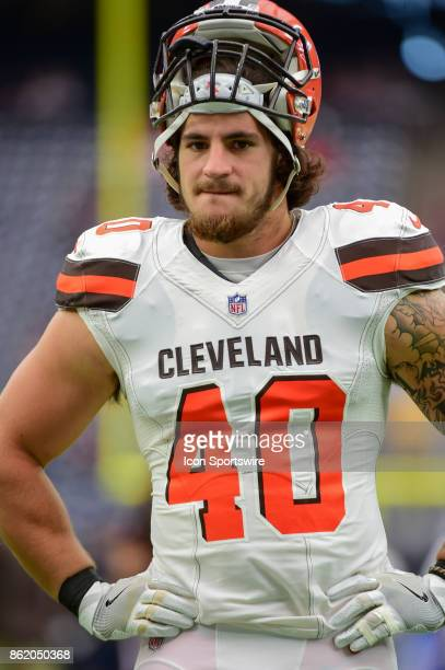 Cleveland Browns fullback Dan Vitale warms up before the football game between the Cleveland Browns and the Houston Texans on October 15, 2017 at NRG...