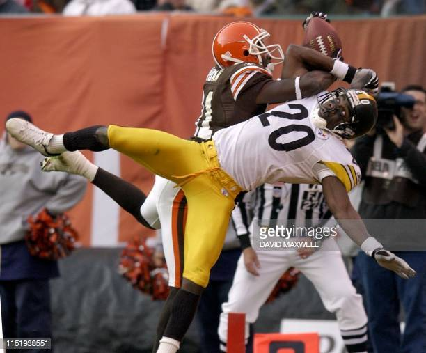 Cleveland Browns' receiver Quincy Morgan catches a touchdown pass from quarterback Tim Couch as Pittsburgh Steeler's defender Dewayne Washington...