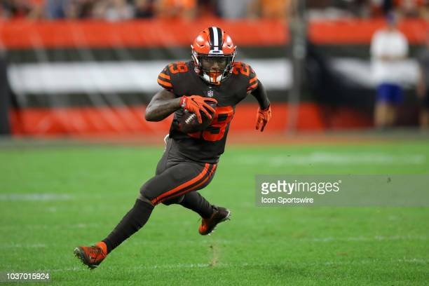 Cleveland Browns running back Duke Johnson Jr runs making a catch during the fourth quarter of the National Football League game between the New York...