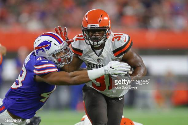 Cleveland Browns running back Nick Chubb fights off the tackle attempt of Buffalo Bills linebacker Keenan Robinson during the third quarter of the...