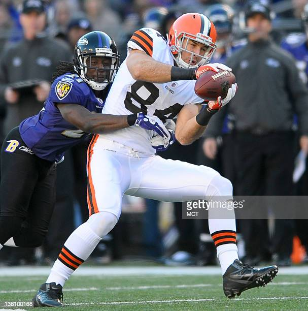Cleveland Browns tight end Jordan Cameron makes a catch ahead of Baltimore Ravens cornerback Lardarius Webb during the first half of their game on...