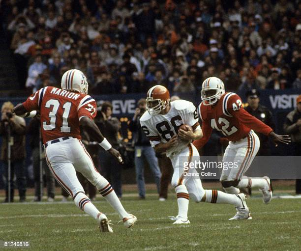 Cleveland Browns wide receiver Brian Brennan runs with the football after catching a pass over the middle during the Browns 2420 victory over the New...