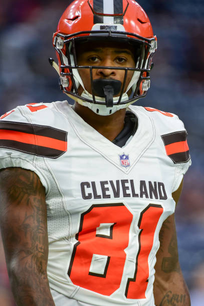 f390a8606 ... Cleveland Browns wide receiver Rashard Higgins (81) warms up before the  football game between ...