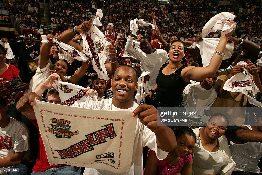 Cleveland Cavaliers NBA Finals Watch Party, Game 1 : Nachrichtenfoto