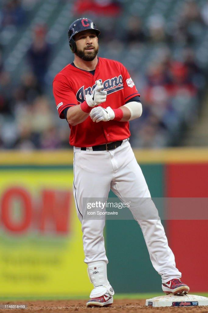 Cleveland Indians second baseman Jason Kipnis signals the ...