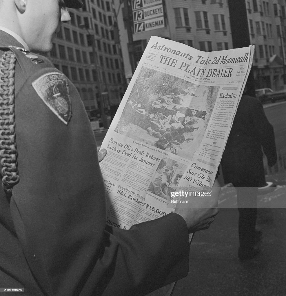 Officer Reading Newspaper : News Photo