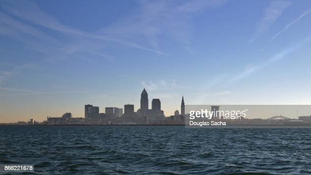 cleveland skyline from lake erie - cleveland ohio stock pictures, royalty-free photos & images