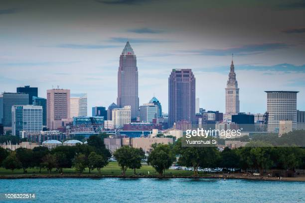 cleveland skyline from west - rock and roll hall of fame cleveland stock pictures, royalty-free photos & images