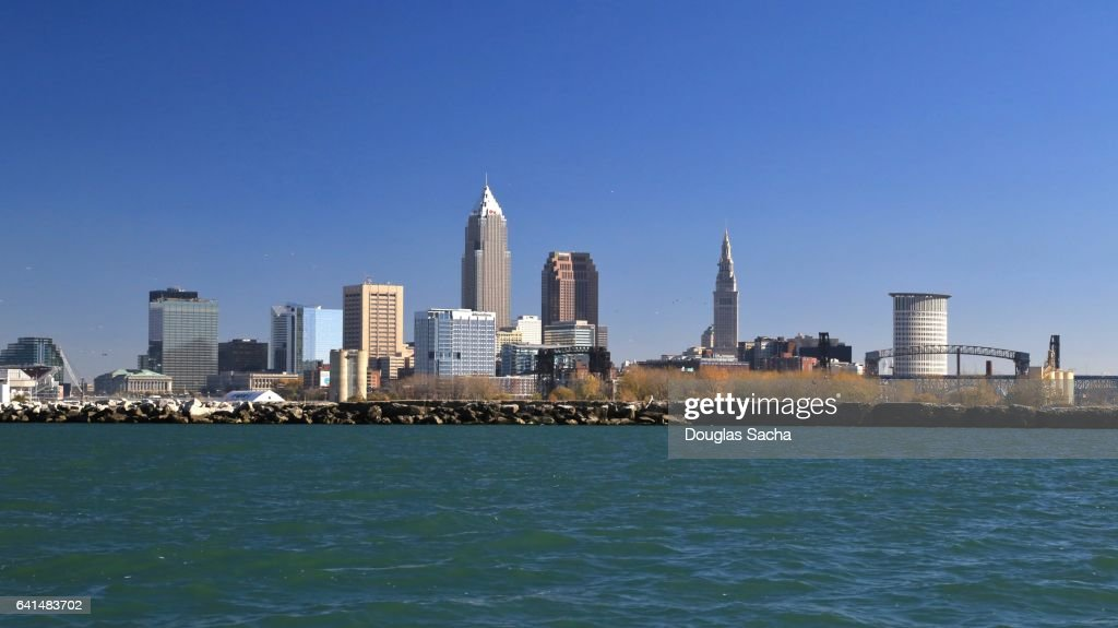 Cleveland skyline on the Lake Erie shore : Stock-Foto