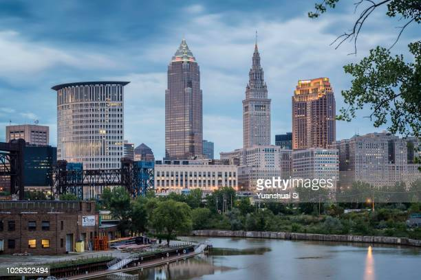 cleveland skyline - cleveland ohio stock pictures, royalty-free photos & images