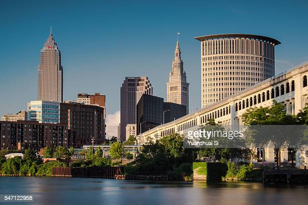 cleveland skyline - cleveland ohio stock photos and pictures