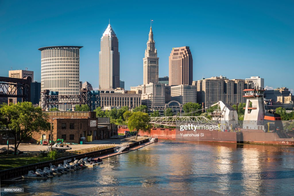 Cleveland Skyline with An Vessel : ストックフォト