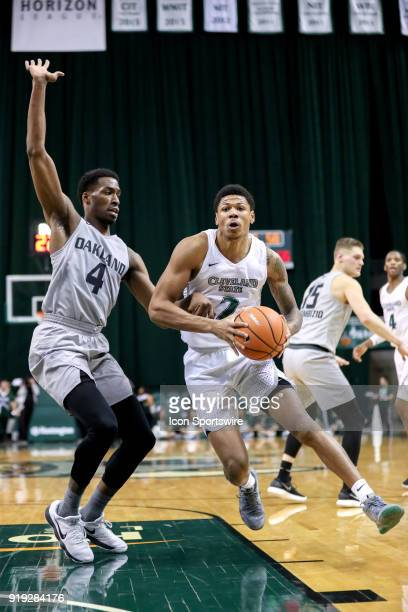 Cleveland State Vikings Anthony Wright drives to the basket as Oakland Golden Grizzlies forward Jalen Hayes defends during the second half of the...