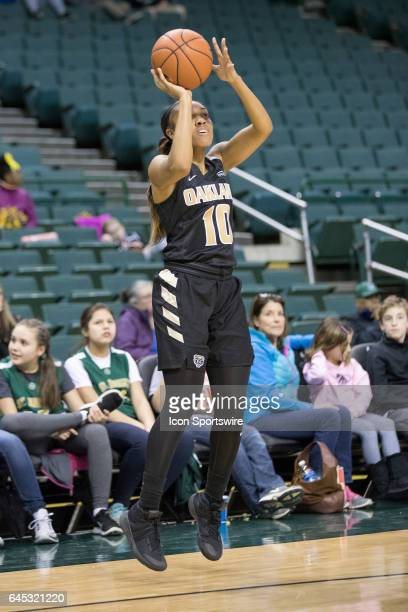 Cleveland State Vikings F Sierra Davidson shoots during the second quarter of the women's college basketball game between the Oakland Golden...