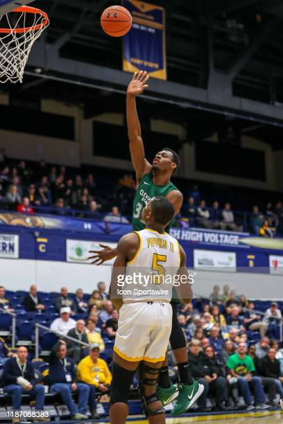 Cleveland State Vikings forward Deante Johnson shoots as Kent State Golden Flashes forward Danny Pippen defends during the first half of the men's...