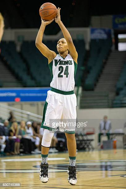 Cleveland State Vikings G Alexis Eckles shoots during the first quarter of the NCAA Women's Basketball game between the Youngstown State Penguins and...