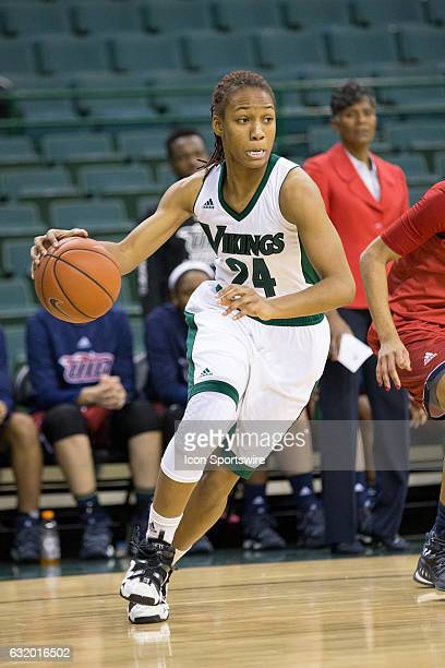 Cleveland State Vikings G Alexis Eckles with the basketball during the first quarter of the NCAA Women's Basketball game between the UIC Flames and...