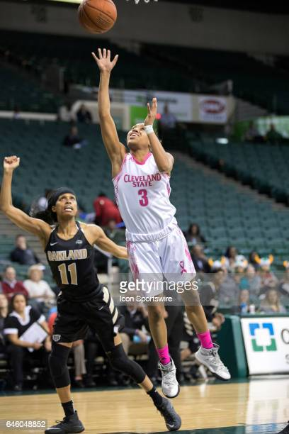 Cleveland State Vikings G Chrishna Butler shoots as Oakland Golden Grizzlies F Hannah Little looks on during the first quarter of the women's college...