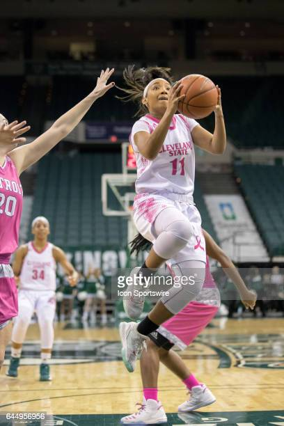 Cleveland State Vikings G Khayla Livingston drives to the basket as Detroit Titans G Nicole Urbanick defends during the second quarter of the women's...