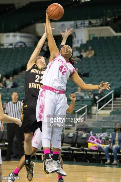 Cleveland State Vikings G Mariah Miller grabs a rebound in front of Northern Kentucky Norse G Kelley Wiegman during the fourth quarter of the women's...