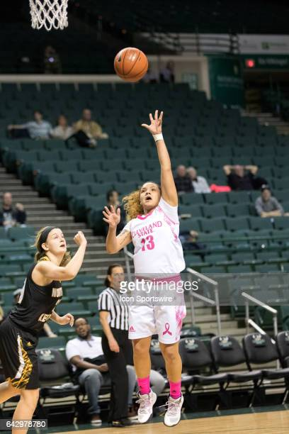 Cleveland State Vikings G Mariana Bautista shoots during the fourth quarter of the women's college basketball game between the Northern Kentucky...