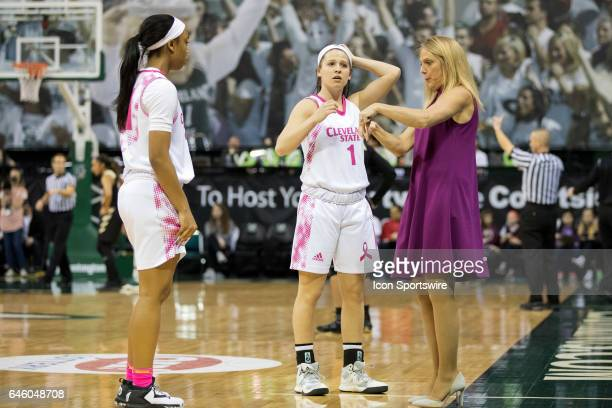 Cleveland State Vikings head coach Kate Peterson Abiad instructs Cleveland State Vikings G Jade Ely and Cleveland State Vikings G Nicolete Newman...