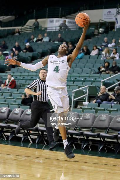 Cleveland State Vikings Kenny Carpenter hauls in a long pass during the first half of the men's college basketball game between the Notre Dame...