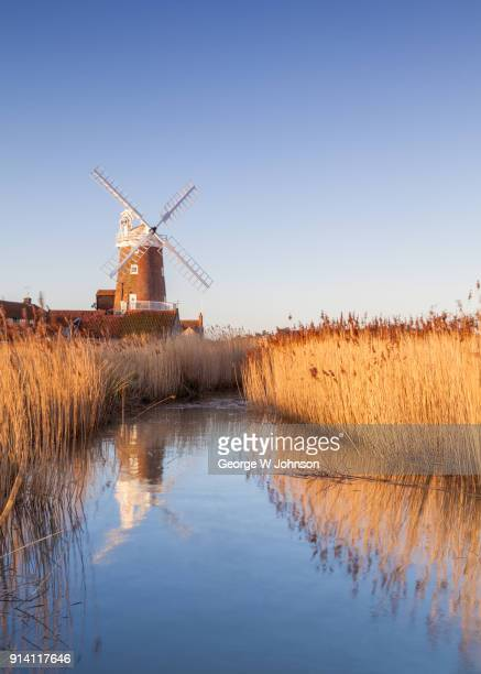 cley windmill iii - norfolk east anglia - fotografias e filmes do acervo